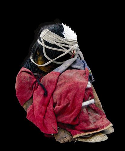 O menino de Lullaillaco. Por suas roupas elaboradas, cientistas inferiram que o garoto de 7 anos de idade fazia parte da nobreza inca.