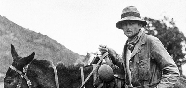 """Bingham (no Peru em 1911) escreveu sobre um """"labirinto coberto pela selva."""" (Granger collection, New York)"""