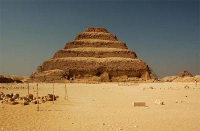 A Pirâmide Escalonada de Djozer. Imagem disponível em . Acesso em 26 de junho de 2013.