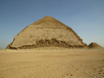 A Pirâmide Romboidal de Senefru. Imagem disponível em . Acesso em 26 de junho de 2013.